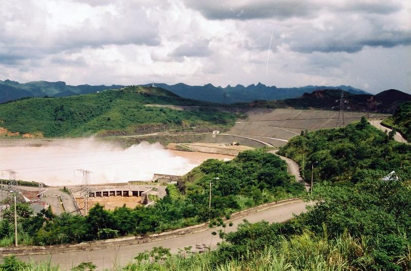 Thủy điện Hòa Bình màu xả lũ