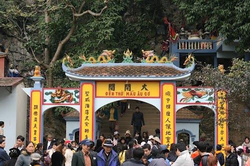 Đền thờ Mẫu Âu Cơ trong quần thể di tích Chùa Tiên