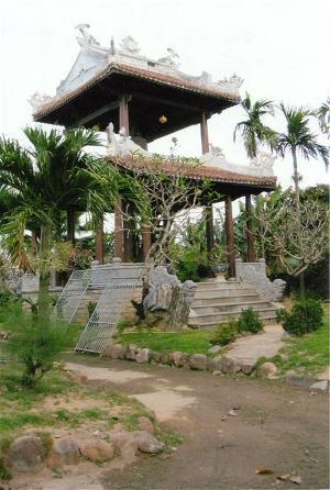 Tháp chuông chùa Viên Giác Hội An