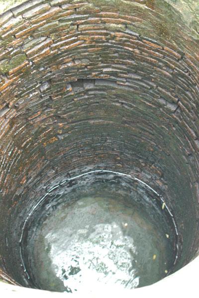 Bên trong giếng cổ Cù Lao Chàm