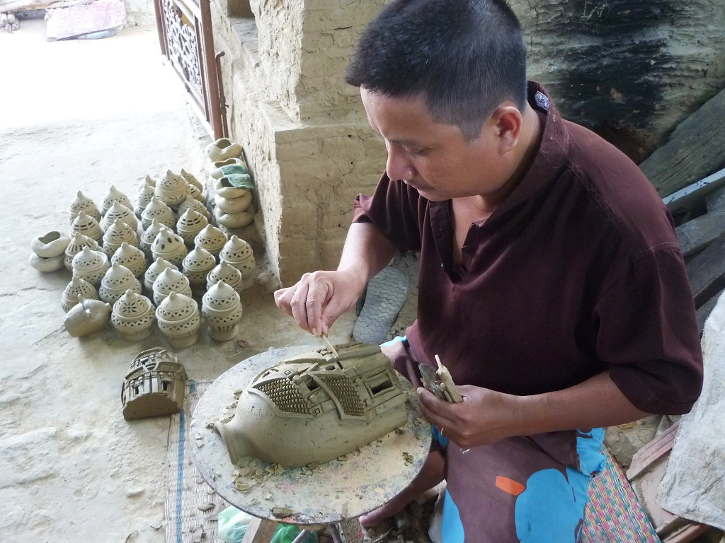 Nghệ nhân làng gốm Thanh Hà