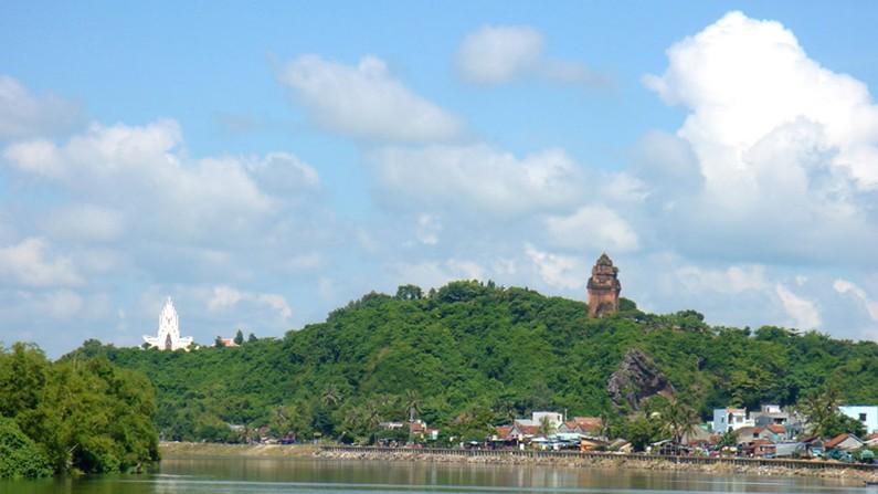 Núi Nhạn - sông Đà Rằng biểu tượng của Phú Yên