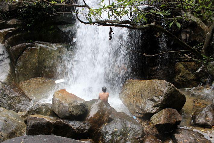 Thác hồ Giang Thơm