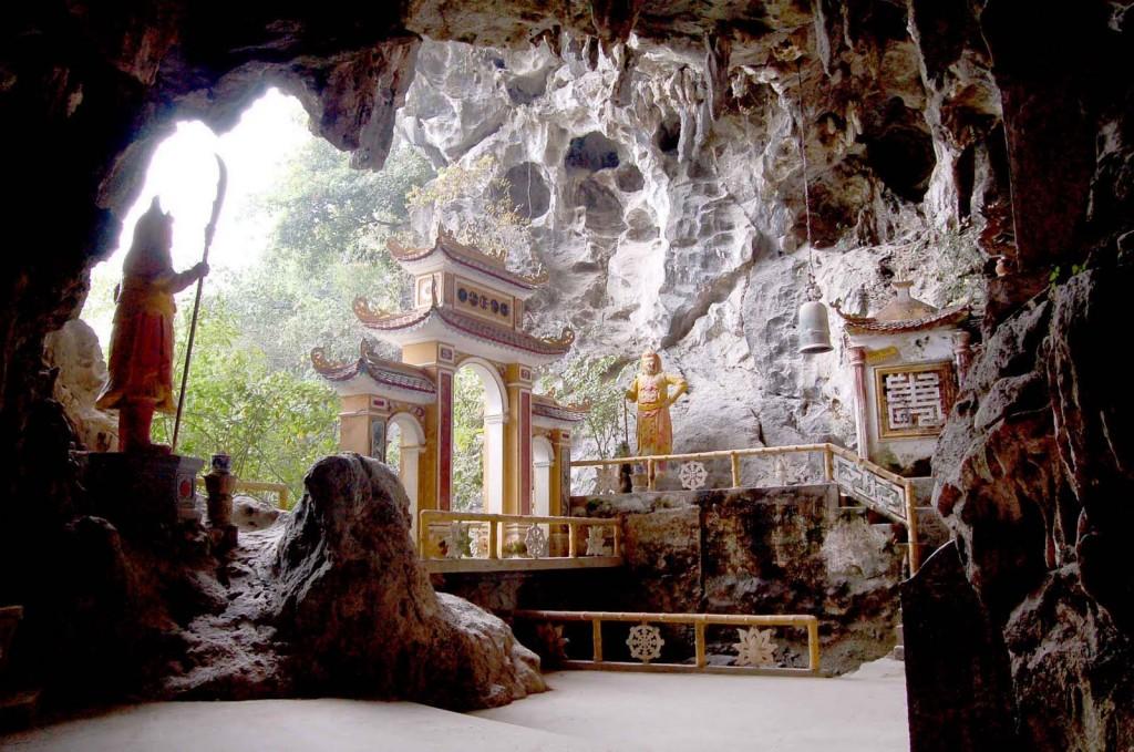 Du lịch Quần thể di tích chùa - động Địch Lộng